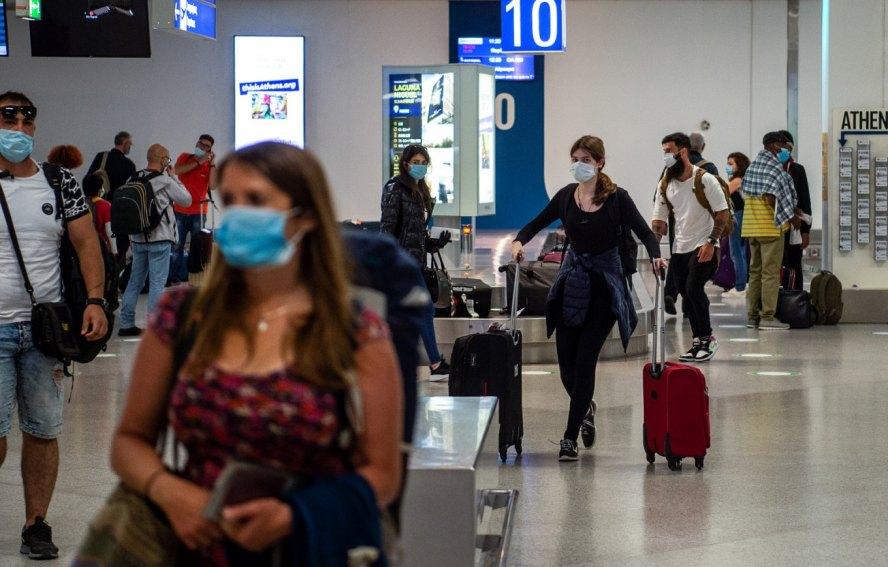 Pruebas de COVID-19 para viajeros tienen un impacto limitado para controlar el virus: OPS