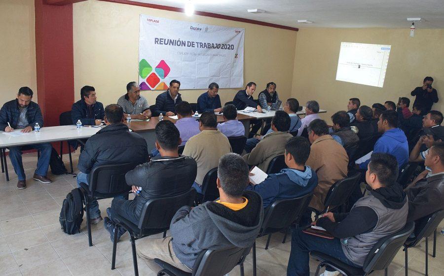 Secretario de Finanzas busca soluciones a necesidades de pueblos de la Sierra Norte