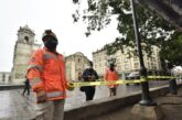 Ayuntamiento de Oaxaca acordona áreas del Zócalo ante posibles afectaciones en el arbolado por lluvias