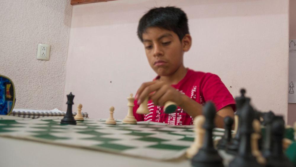Aprender y jugar ajedrez desarrolla la capacidad intelectual en estudiantes