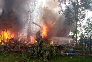 Suman 45 muertos tras estrellarse un avión militar en Filipinas