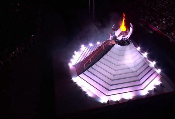 Se enciende el pebetero y se declaran inaugurados los XXXII Juegos Olímpicos
