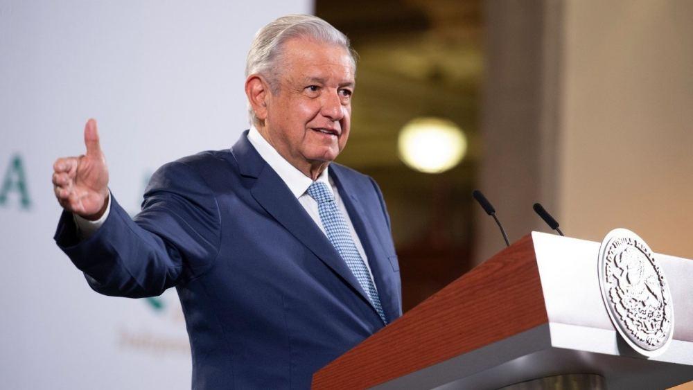 """AMLO insiste en que la tercera ola de COVID-19 en México son """"pequeños rebrotes"""""""