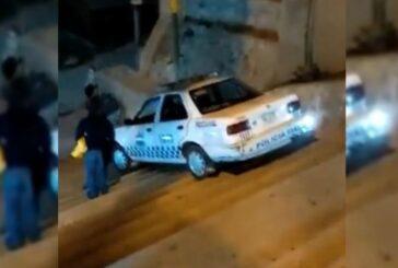 VIDEO: Policía ebrio baja escaleras con todo y patrulla en Ixtlán, Oaxaca