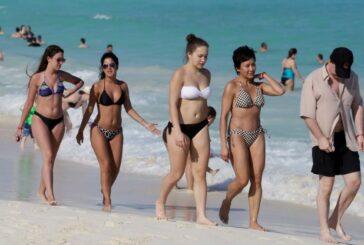 500 estudiantes poblanos viajan a Cancún para celebrar y desatan brote de COVID-19