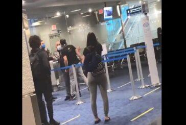 VIDEO: Le piden ponerse cubrebocas en el aeropuerto… él responde con golpes