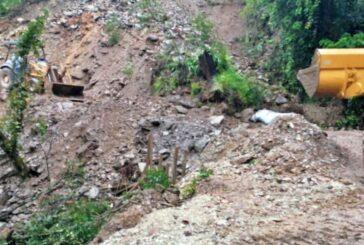 Continúa CAO atendiendo derrumbes carreteros por lluvias en la entidad