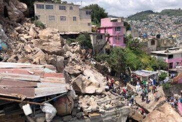 Se desgaja cerro del Chiquihuite sobre varias casas en Tlalnepantla