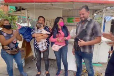 Familiares de bebé rescatado durante la inundación en Ecatepec se reúnen con hombre que lo salvó