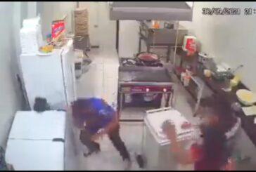 VIDEO: Empleado de panadería frustra asalto con rodillo de amasar